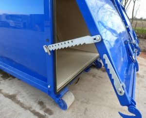 The rear door of the Coarse Screening Container opens with the natural tip of the loader movement when locks are released, this allows the Slude Screening remnants to be cleanly deposited. The door may be locked in place by the integrated stay to allow for access.